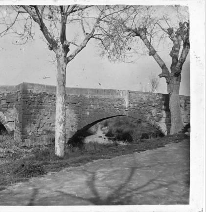 Pont vell d' Agramunt :: Fons fotogràfic Salvany (Biblioteca de Catalunya)