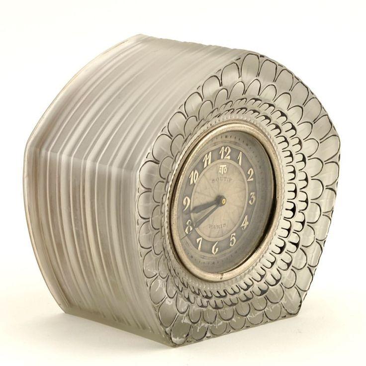"Lalique table clock ""Dahlia"", electric, signed R. Lalique and Leon Hatot."