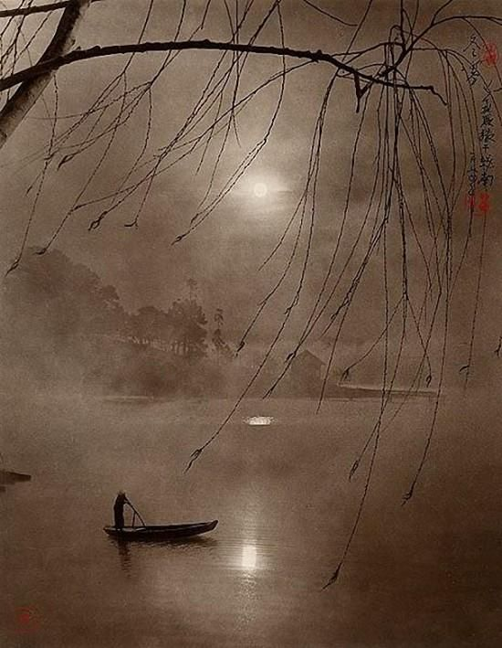 Dong Hong-Oai died in 2004 at age 75. Became famous for his photographs that look like traditional Chinese paintings. Click thru for many more images.