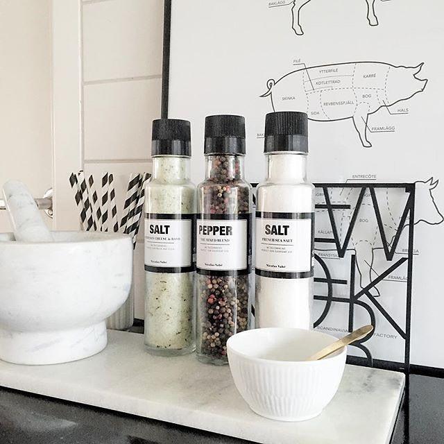 Lækre køkken detaljer hos @katepaulsen ✔️ Se vores udvalg af Luxus til køkkenet på shoppen // www.livingbylk.dk #webshop #interior #interiør #inspo #nicolasvahe #bolig #boligindretning #boliginspiration #nordiskehjem #nordiskdesign #nordicinspiration #nordic #nordichome