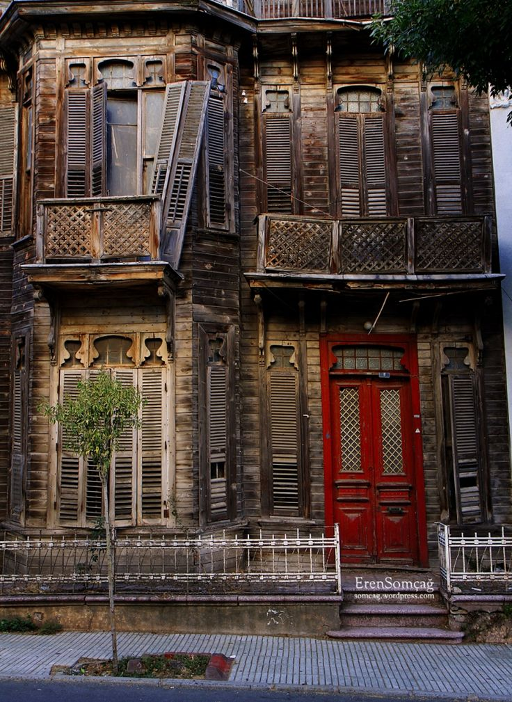 Old house with a friendly face - Buyukada, Istanbul / Turkey