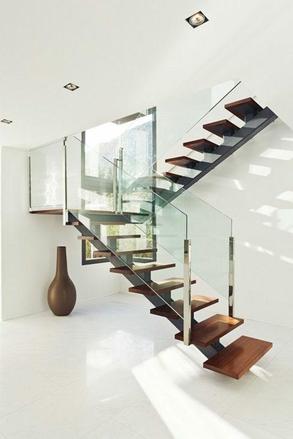 Garde-corps en métal et verre, escalier quart tournant en bois #staircase