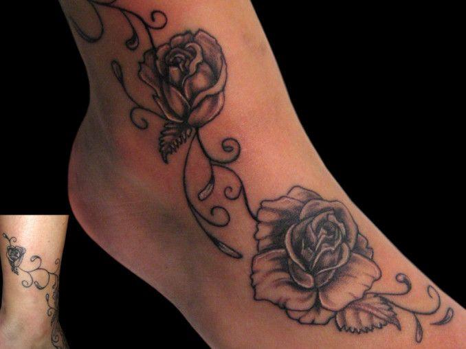 tatuaggio fiori piede realistico rose realizzato dal