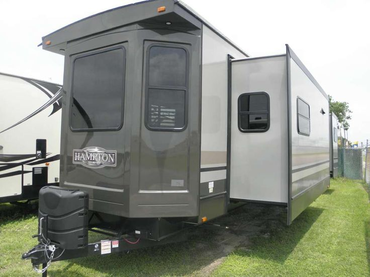 Specifications for the 2017 Hampton 400 FL. This vehicle