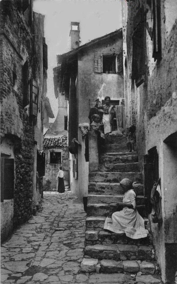 #Grado Vecchia - 1906, Calle Maran  fonte: Graisani https://www.facebook.com/groups/235973949768756/  #fvg #friuli #italia #italy