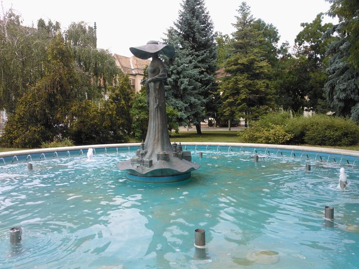 The Hat Lady Fountain in Szeged