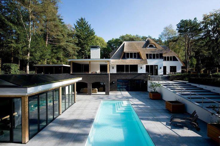 Prachtige riet gedekte villa met zwembad