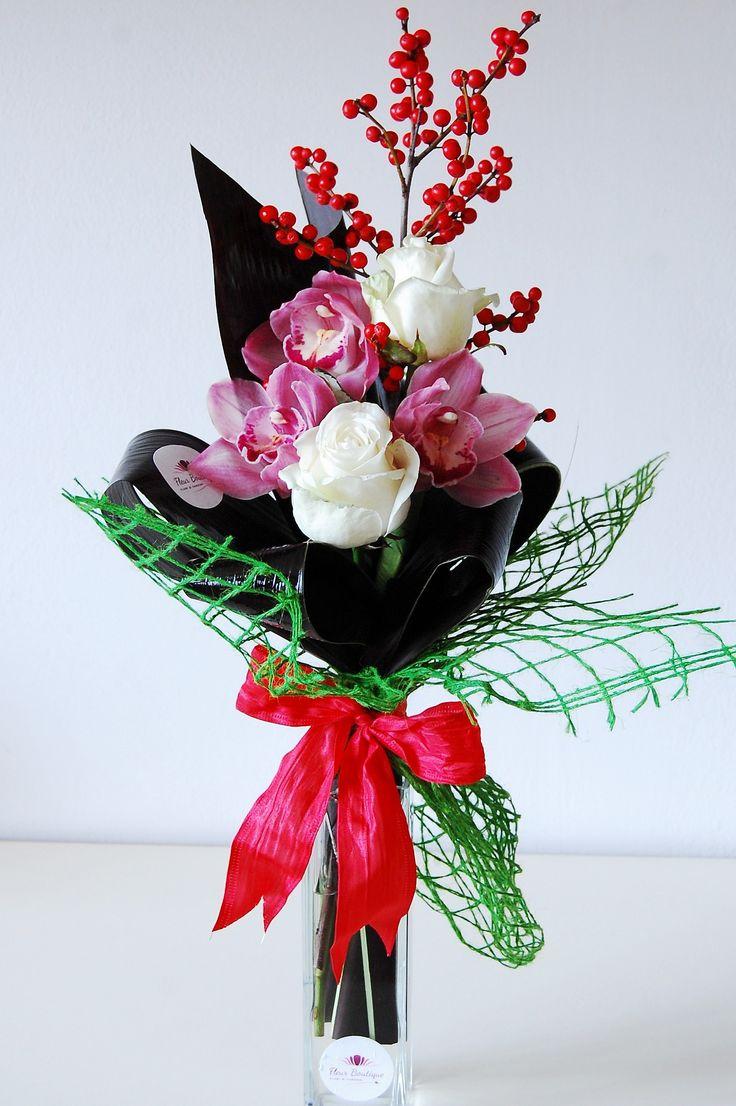 Buchet din orhidee, trandafiri si ilex