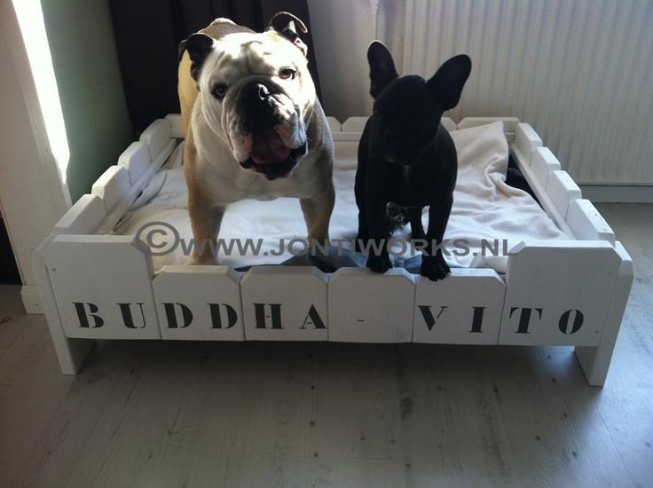 Steigerhout hondenmand model Buddha