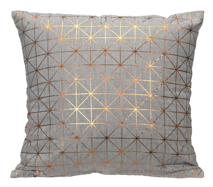 Sierkussen Geo 101: grijs kussen met koperkleurige print #woonidee