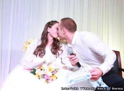 Больная раком россиянка и ее жених сыграли свадьбу в китайской больнице  29 марта 2015 года в три часа дня в зале на седьмом этаже онкологической клиники Fuda Hospital города Гуанчжоу прошла особая свадьба. Необычность свадьбы состояла в том, что невеста является пациенткой, которая страдает раковым заболеванием на поздней стадии и приехала из России. Местом проведения свадьбы стала не роскошная пятизвездочная гостиница, не прекрасный цветущий сад, а больничная палата.