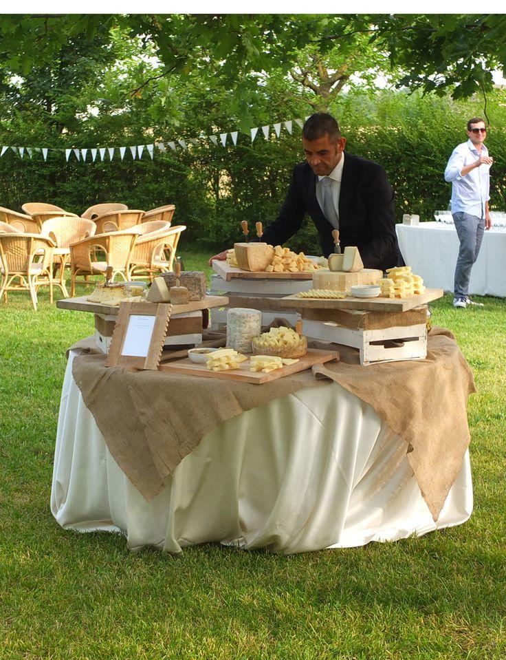 Buffet di aperitivo in giardino, tavola dei formaggi, Daele Banqueting. Presso Corte Dei Paduli -Wedding Location- Reggio E., Italy.