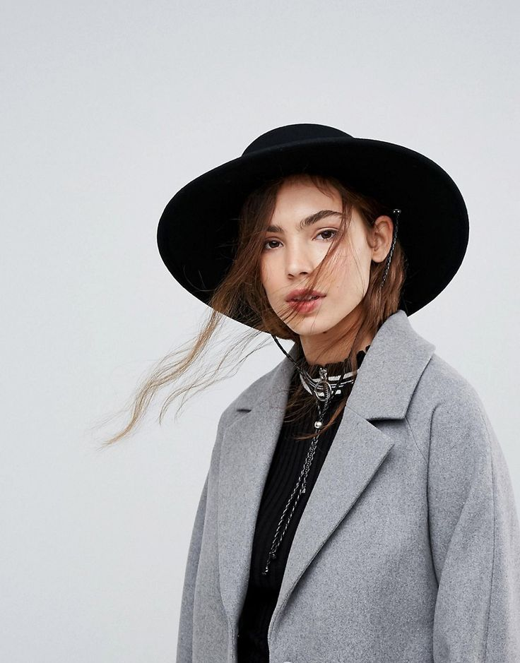 ASOS Felt Boater Hat With Chin Tie - Black