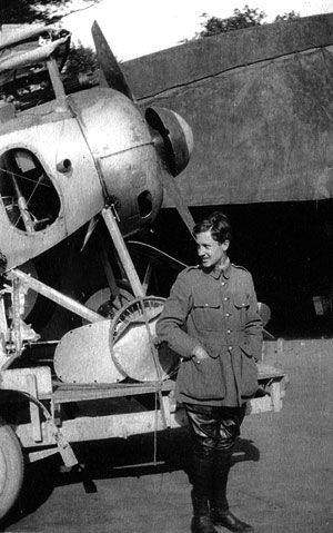 """Guynemer poses in front of his Nieuport 17 No. 1531 coded """"2"""" called """" Old Charles"""" ( No. 4) repatriated on the ground on an aviation trailer after a forced landing near Chipilly. It was badly damaged after the breakdown of a propeller blade. July 28, 1916"""