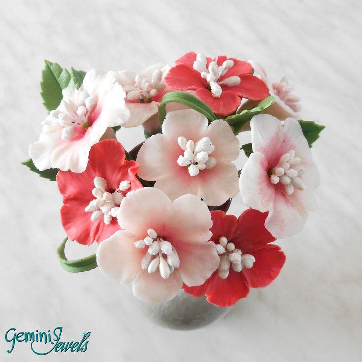 Piccolo bouquet di fiori di ibisco, fatto a mano in porcellana fredda, by Gemini Jewels, 30,00 € su misshobby.com