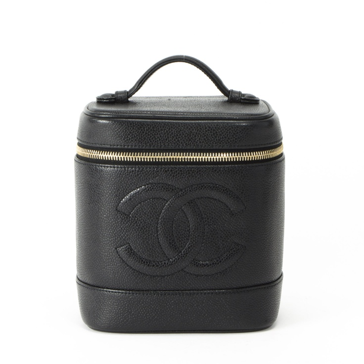 Chanel Makeup Bag - I can imagine a makeup artist owning this