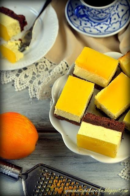 Sernik pomarańczowy na czekoladowym spodzie