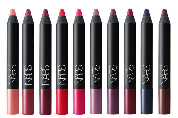 NARS「ベルベットマットリップペンシル」に新色10色、華やかなピンクからモードなブラウンまで | ファッションプレス