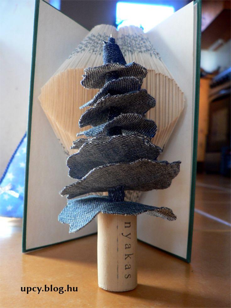 Recycgled denim and cork Christmas tree.  Farmer karácsonyfa parafadugó talppal. Újrahasznosítás.