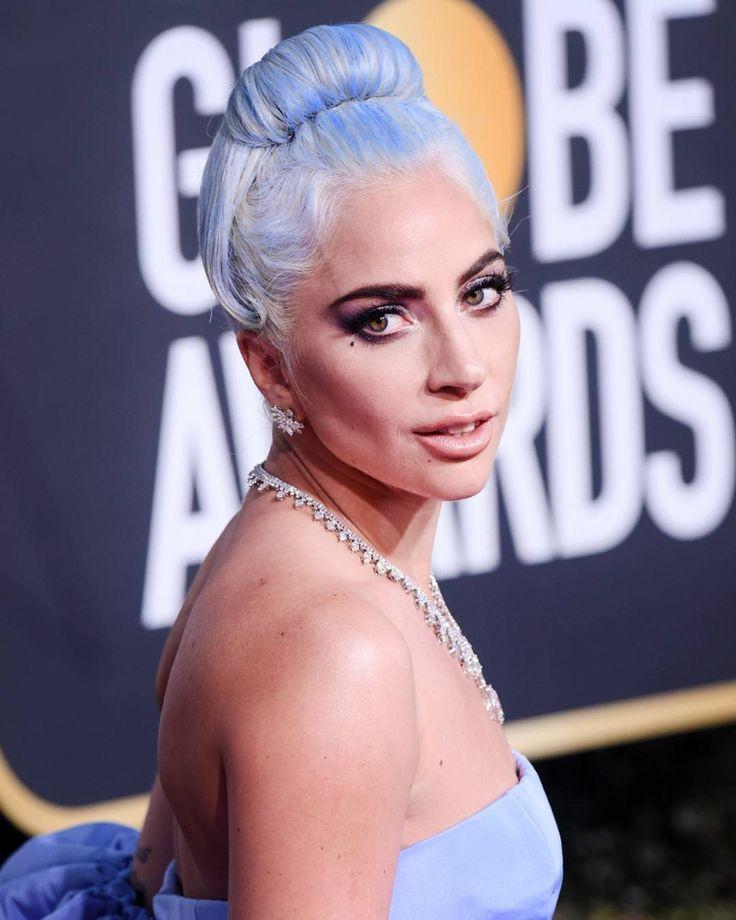 haarfarben trends 2019 damen Platinblond mit Pastellnuancen Lady Gaga