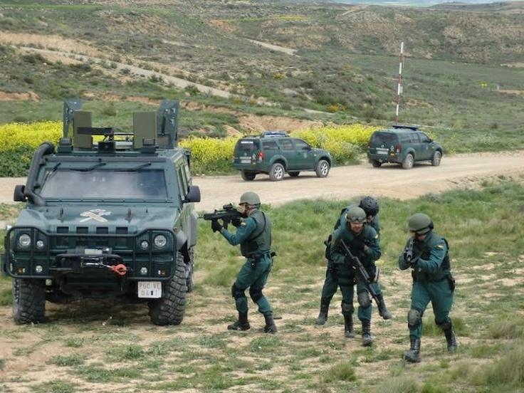 Grupo de Acción Rápida de la Guardia Civil, con su G36, que puedes encontrar aquí http://replicas-airsoft.com/55-g36-electrica #guardiacivil #airsoft