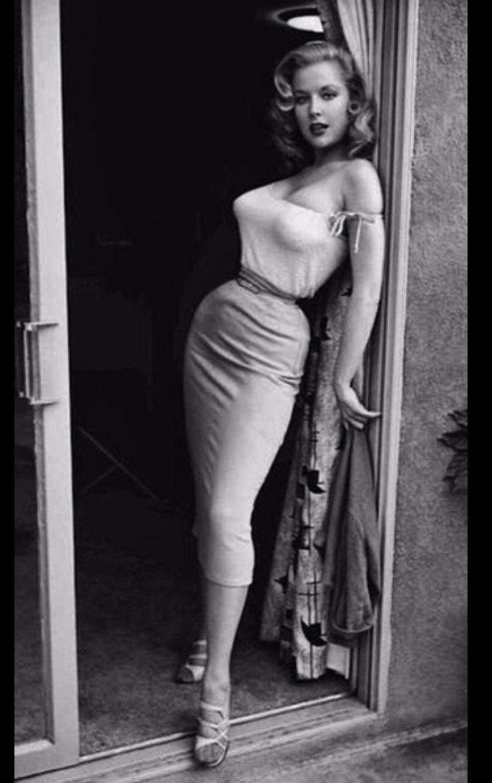 Fitness pinup Betty Brosmer 1954