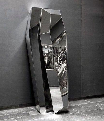 Michelangelo Pistoletto – Mirror Coffin (1994)