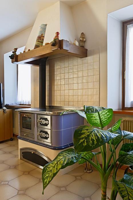 Cucina a legna realizzazione a #misura con rivestimento in #majolica