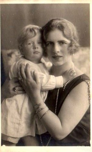 Kronprinzessin Helena von Rumänien mit Sohn Michael, Crown Princess of Romania with future King Mihai of Romania | Flickr - Photo Sharing!