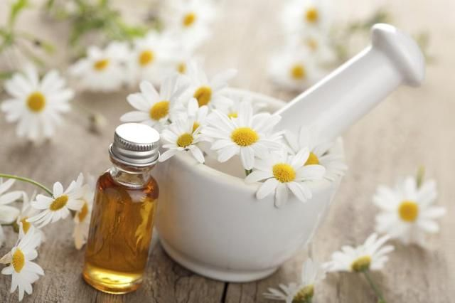 How to Decrease Under Eye Puffiness With Essential Oils | LIVESTRONG.COM#page=1#page=1