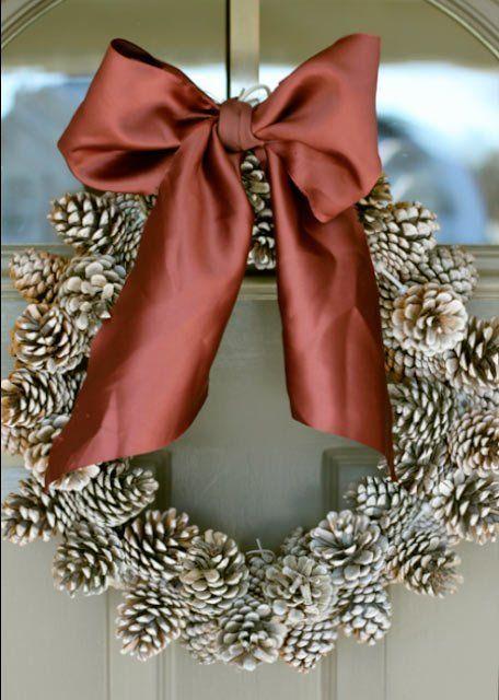 tutorial corona de navidad con piñas de árbol                                                                                                                                                                                 Más