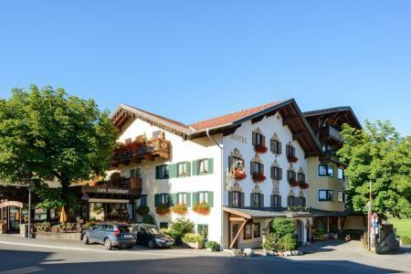 Hotel Grüner Baum GmbH & Co.KG. www.dergruenebaum.upps.at Das Naturparadies Tiroler Zugspitz Arena wird Sie begeistern! Im Sommer wandern, biken, schwimmen, golfen, genießen und im Winter Skifahren, Snowboarden oder Langlaufen. Herrlichen Aktivitäten in der gesunden Natur rund um das Hotel Grüner Baum in zentraler Lage in Ehrwald.