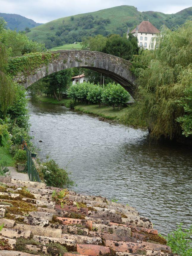 Pont de Saint-Etienne-de-Baigorry ( Pyrénées-Atlantiques 64 ) AAA