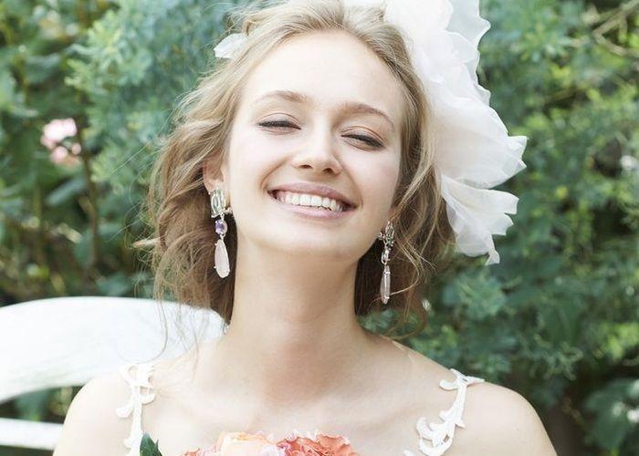 にっこり笑顔が似合う♡優しい印象の『おでこだしヘア』で世界一可愛い花嫁になる!のトップ画像