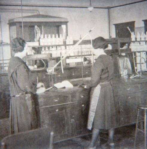 1922 photo of students in chemistry lab at College of St. Catherine, St. Paul, MN; source: Minnesota Reflections, http://reflections.mndigital.org/cdm/singleitem/collection/csc/id/108/rec/5