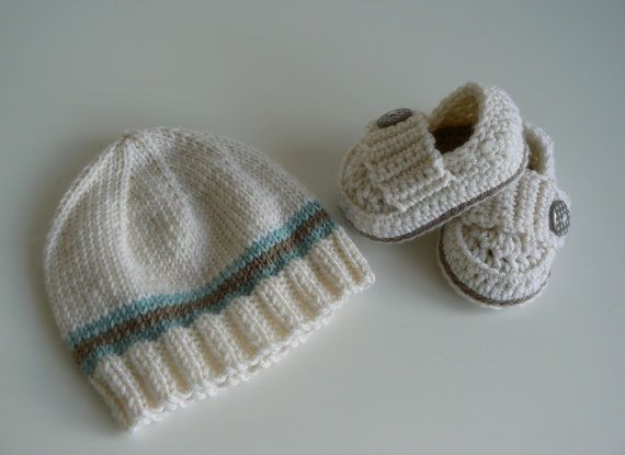 New Baby Gift Set  Baby Shoes  Baby Beanie by LittleMoppetsDesigns