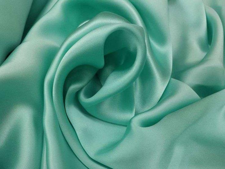 1 mètre de tissu en crêpe de satin vert d'eau largeur 110 cm
