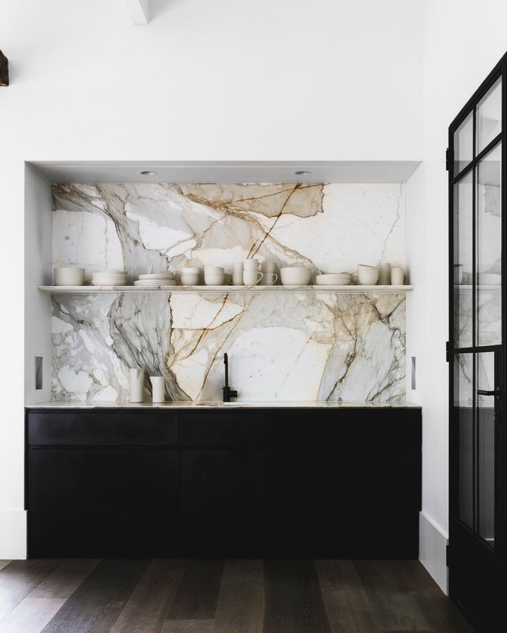 Marble slab kitchen backsplash. Hunters Hill House by Handelsmann + Khaw. © Felix Forest. #kitchen #marblebacksplash