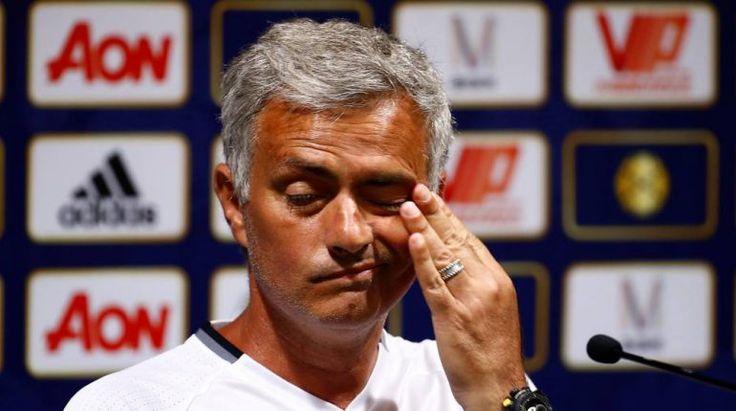 Mourinho durmió en el suelo de un avión y se ganó al plantel