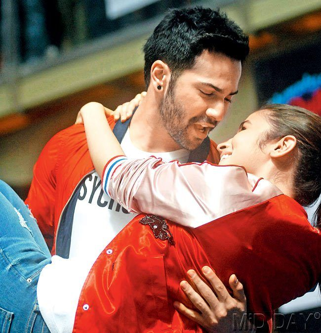 Varun Dhawan and Alia Bhatt get cosy at a promotional event in Thane for their film 'Humpty Sharma Ki Dulhaniya' #Style #Bollywood #Fashion #Beauty