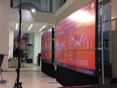"""Для проведения презентация компании Inchcape в автосалоне Rolls Royce в гостинеце Украина, нами было предоставлено в аренду две видеостены из бесшовных дисплеев размерами 3х3 модуля 46"""".  Настроено синхронное воспроизведение презентаций на видеостенах.  подробно http://itechnol.ru/index.php?id=126"""