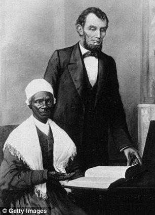 Abraham Lincoln (direita) lendo a Bíblia Sagrada com o ex-escravo e abolicionista Sojoumer Truth.  A PALAVRA DE DEUS, MOTIVO NÚMERO UM, DO GRANDE CRESCIMENTO DOS ESTADOS UNIDOS DA AMÉRICA, E DO ÓDIO DOS COMUNISTAS ATEÍSTAS, QUE BUSCAM-NA DESTRUIR.
