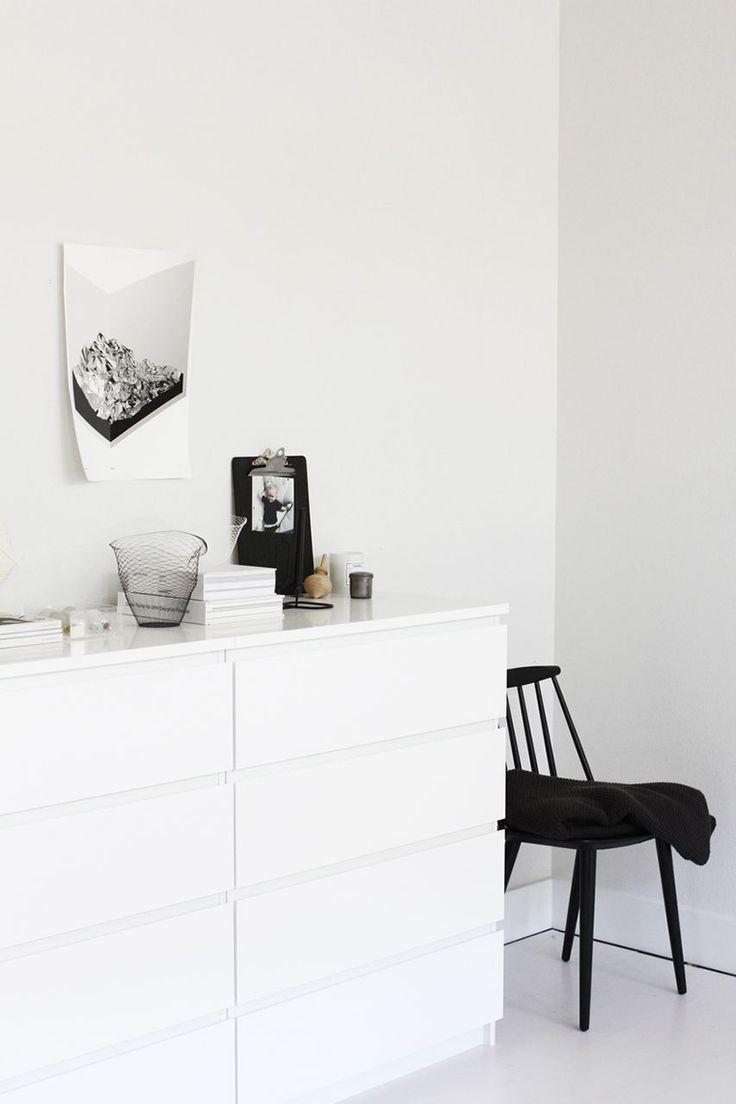 Via A Merry Mishap | Black and White | Bedroom | Ikea Malm