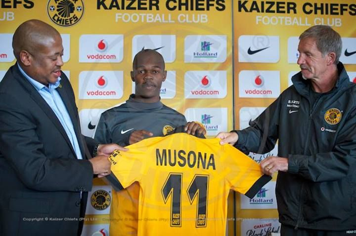 Musona it's official | Knowledge Musona is presented his jersey, number 11, at the official handover and media day at the Kaizer Chiefs Village.