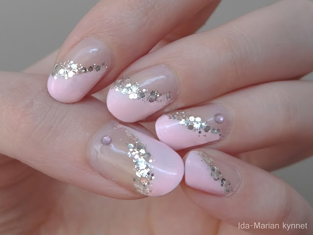 Ida-Marian kynnet / Angled pink manicure with glitter lining and rhinestones (gel nailpolish, natural nails) / #Nails #Nailart