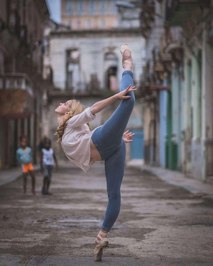 Une sélection des magnifiques photographies d'Omar Z. Robles, qui acapturédes danseurs de ballet dans les rues de La Havane. Quand le charme de Cuba renco