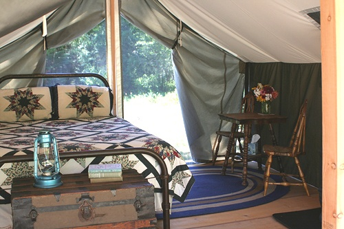 Sandpoint Idaho Bed and Breakfast, lodging in canvas tent cabins near Clark Fork Idaho