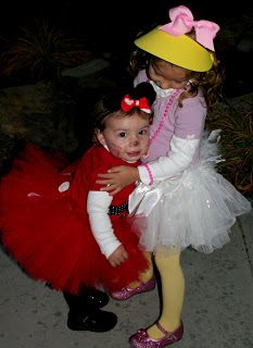 DIY Costumes: Daisy Duck & Minnie Mouse. Wonder if I could convince taylor to n e daisy duck since aubs is gonna be minnie