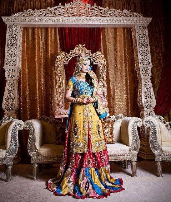 Mehndi Dress Styles Check out more desings at: http://www.mehndiequalshenna.com/