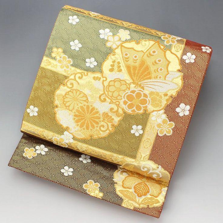 金に輝く紗綾形地紋の地色に、みどり、辛子、焦茶、青と色分がされています。 小花の中に雪輪で、中には菊や桐、蝶々が配されています。 【楽天市場】袋帯 金 雪輪の中に菊と蝶々【送料無料】 【中古】【仕立て上がりリサイクル帯・リサイクル着物・リサイクルきもの・アンティーク着物・中古着物】:ビスコンティ&きもの忠右衛門